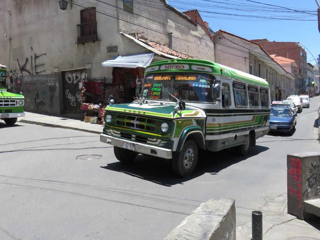Leur bus semblent sortie tout droit du dessin animé le' bus magique'