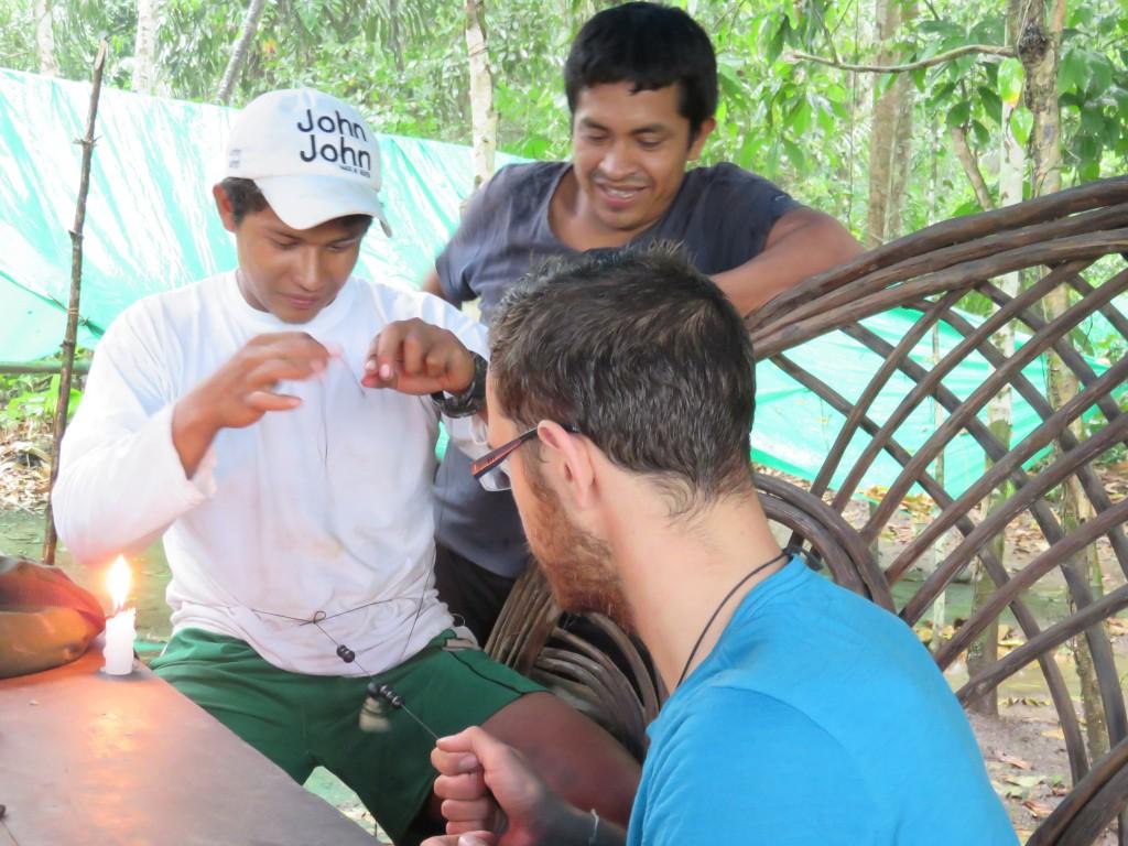 Le guide, le cuisinier et Jérémie en mode artisanat