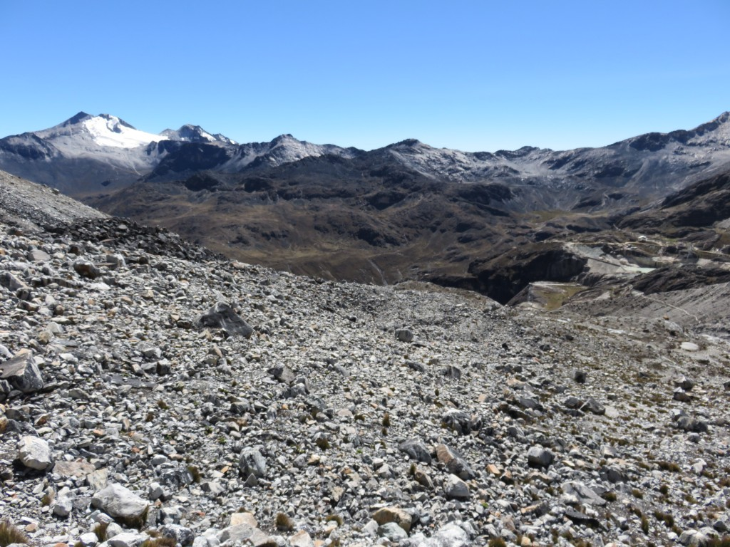 Le chemin rocailleux entre le premier et le deuxième refuge