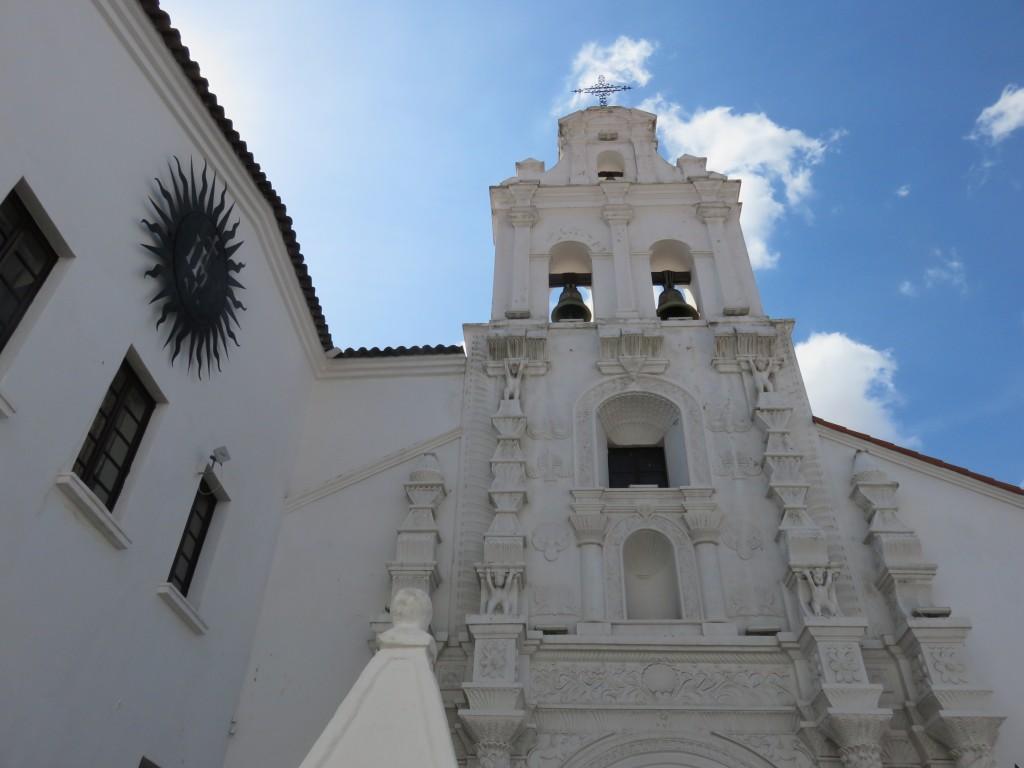 Une église... peinte en blanc