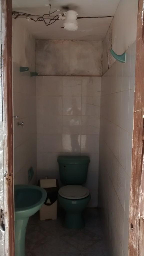Les toilettes-douches à Toro Toro