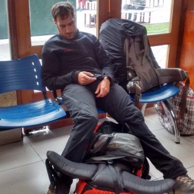 Dur dur les lendemains de pisco dans la gare