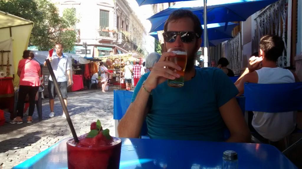 Une bière fraiche sur la Plaza Dorrego